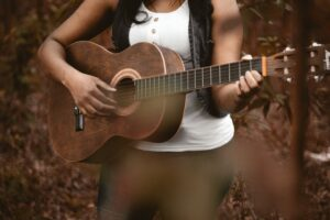 5 Top Acoustic Guitars for Beginners